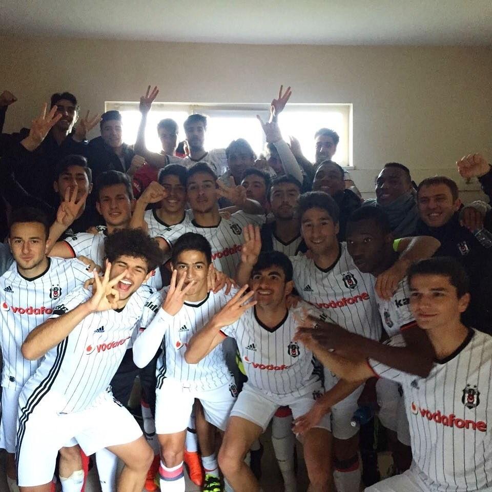 The Beu015fiktau015f U21 team demonstrated great sportmanship in the derby against Fenerbahu00e7e. (DHA Photo)