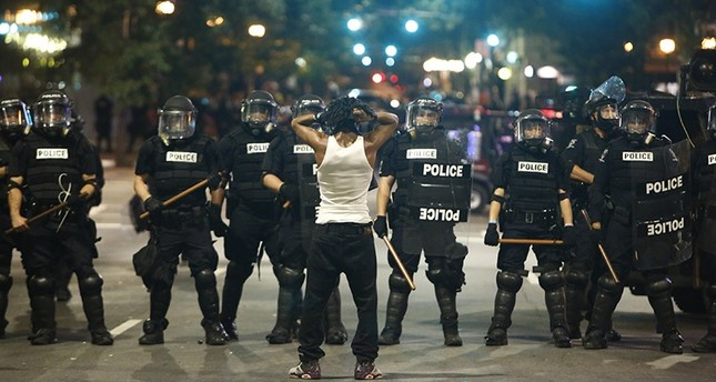 Police clash with protestors as they protest the death of unarmed blackman, who was shot and killed by police officers Sept. 21, 2016 in Charlotte, North Carolina. (AFP Photo)