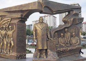 Türk katili Makarios'lu heykele tepki
