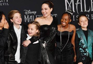 Angelina Jolie: Ailemin iyileşmesini istiyorum