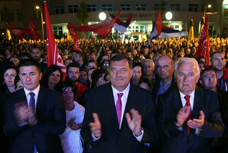 Milorad Dodik (C), President of Republika Srpska, celebrate the results of a referendum over a disputed national holiday during an election rally in Pale, Bosnia and Herzegovina, September 25, 2016. (Reuters Photo)