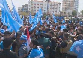Kerkük'te Türkmenler'den bayrak protestosu