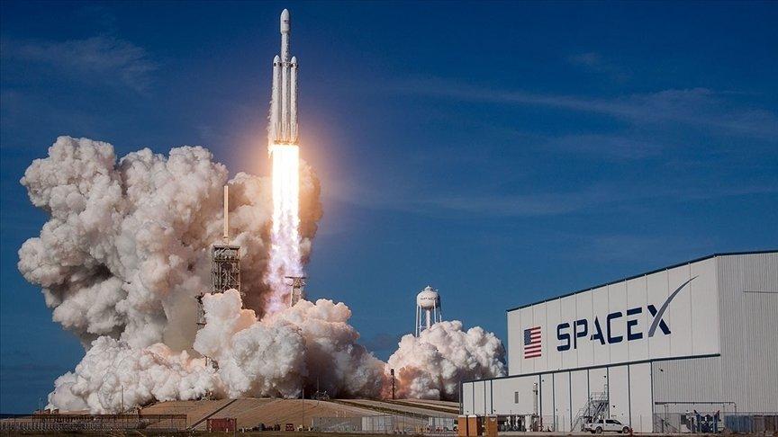 SPACEX UZAYA 4 'AMATÖR ASTRONOT' GÖNDERDİ
