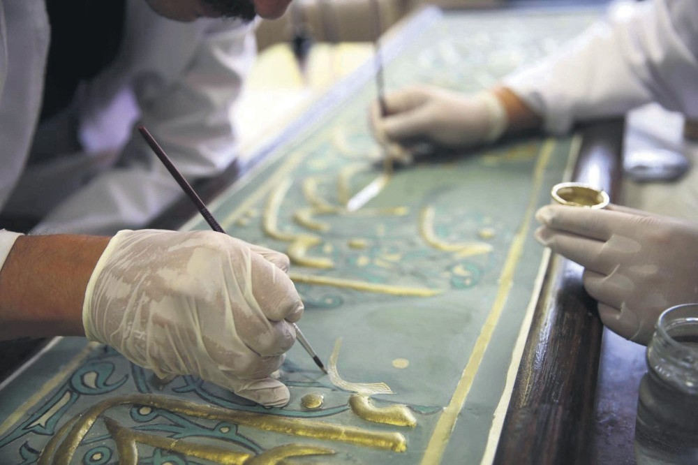 The laboratory is currently restoring clay artifacts from the Turkish-Islam Artifacts Museum in Bursa, which require renewed restoration with new materials.