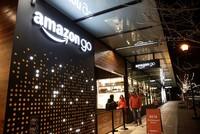 أطلقت شركة أمازون Amazon، عملاق التسوق الإلكتروني في الولايات المتحدة الأمريكية، خدمة جديدة للتسوق في متاجرها للدفع غير المباشر عبر تطبيق خاص، دون التوقف عند صندوق المحاسبة.  الخدمة الجديدة دخلت...