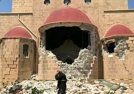 Yunanistan adalardaki camileri çürümeye terk etti