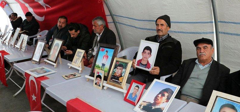 ANOTHER KURDISH FAMILY JOINS ANTI-PKK SIT-IN PROTEST IN DIYARBAKIR