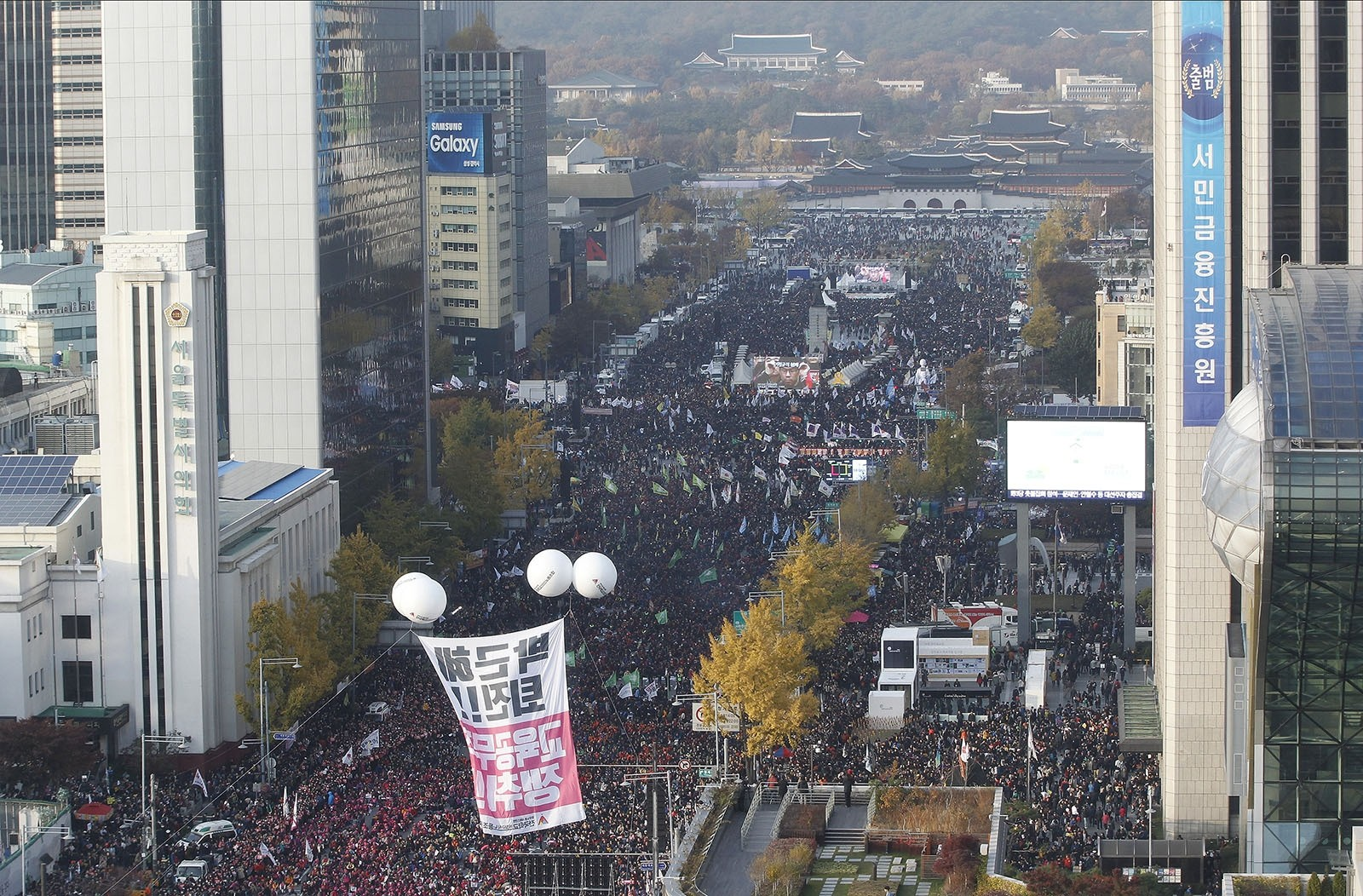 Protesters stage a rally calling for South Korean President Park Geun-hye to step down in Seoul, South Korea, Saturday, Nov. 12, 2016. (AP Photo)