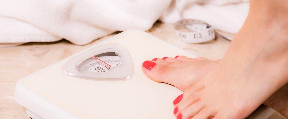 Her bireyin günlük beslenme ihtiyaçları, vücutlarının fizyolojik durumuna ve fiziksel ya da zihinsel faaliyetlerinin yoğunluğuna bağlı olarak değişkenlik gösteriyor. Aktif bir yaşamı olmayan ortalama bir kadının günlük enerji ihtiyacı yaklaşık 1500 – 1700 kalori.