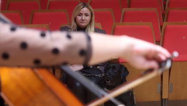 CSOnun Konserini Rehber Köpeğiyle Dinledi