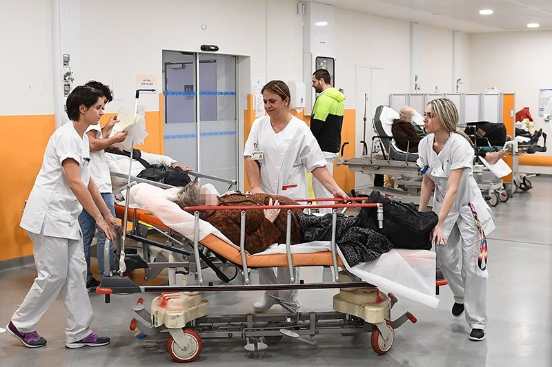 Medical personnel work in the emergency room of Hopital de la Timone hospital in Marseille, southern France on Jan. 11, 2017. (AFP Photo)