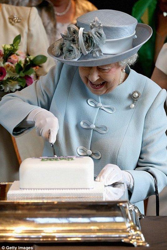 Kraliçe'nin doğum günü sosyal medyadan kutlandı!