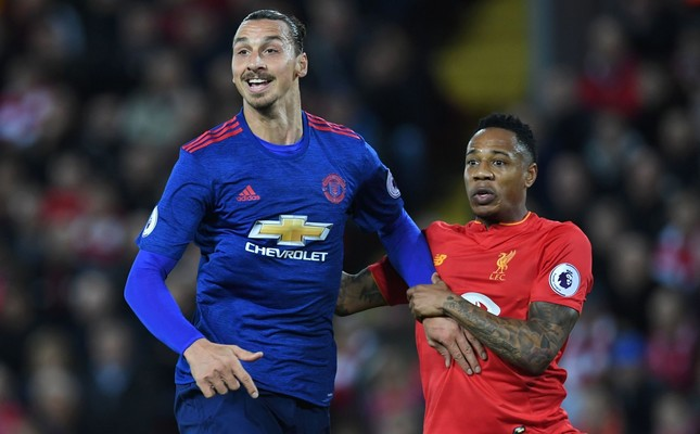 Liverpool's English defender Nathaniel Clyne (R) marks Manchester United's Swedish striker Zlatan Ibrahimovic during the English Premier League football match between Liverpool and Manchester United at Anfield on October 17, 2016 (AFP Photo)