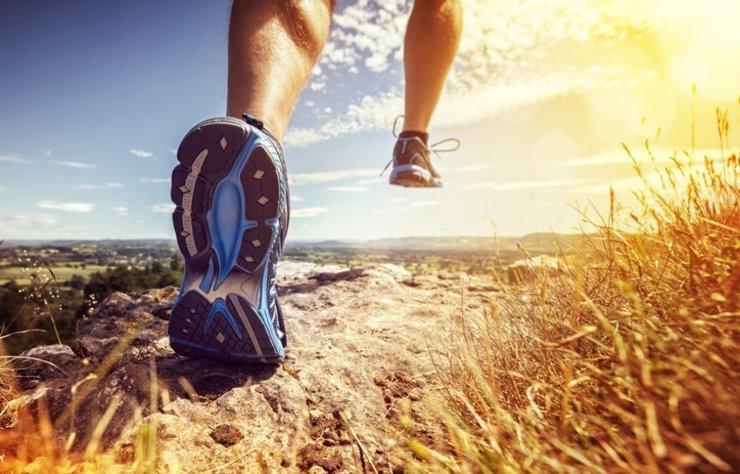 Ayak sağlığı genelde ikinci plana atılsa da aslında son derece önemli bir konudur. Vücudun ağırlığını taşıyan ayaklarınız için en ideal ayakkabıyı seçmeniz tüm gün rahat etmenizi sağlayacak ve koruyacaktır.