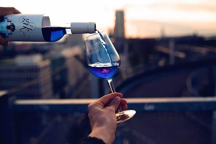 Mavi şarap mı dediniz?