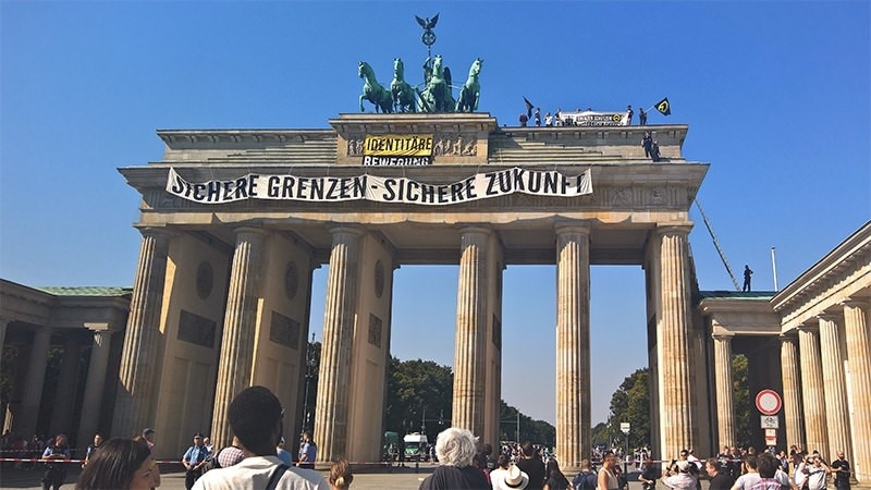 Anti-Islam activists have staged an hour-long demonstration atop Berlinu2019s Brandenburg Gate Saturday Aug. 27, 2016. (AP Photo)