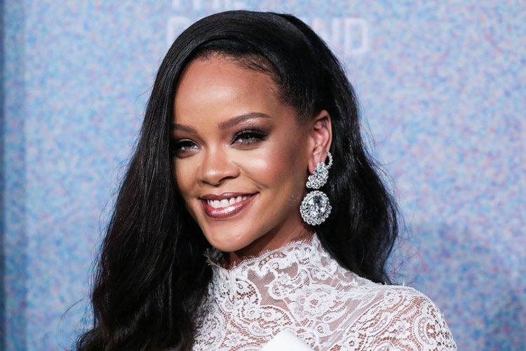 Rihanna PETA ödülü aldı!