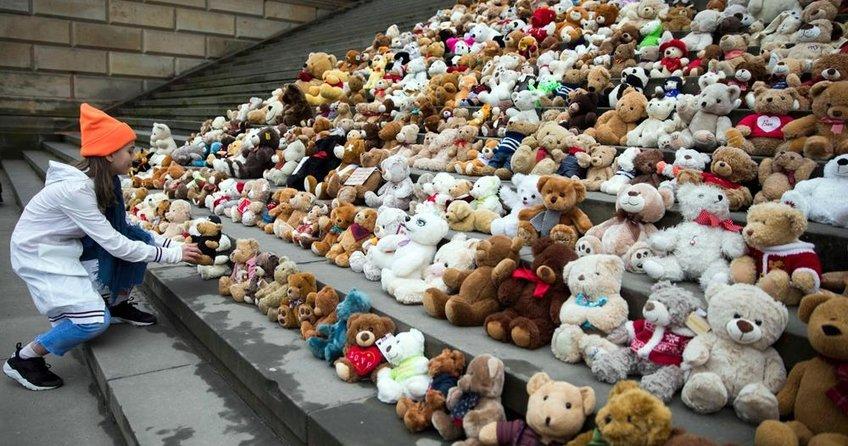 Oyuncak ayılarla savaş protestosu