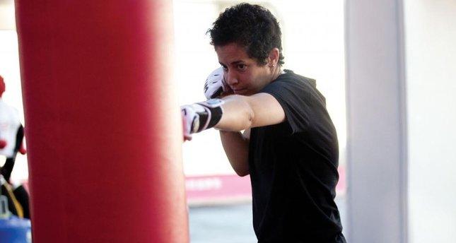 Dövüşçü kız şimdi kadınlara savunma öğretiyor
