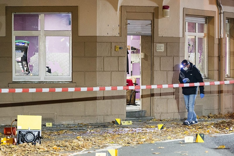 Police investigators at the scene of an arson attack on a Turkish cafe in Essen, Germany, 05 November 2016 (EPA Photo)
