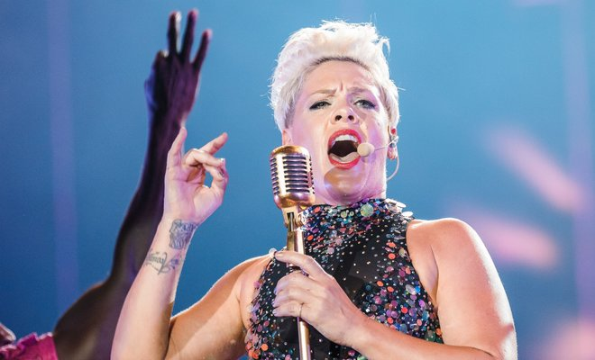 Pink İngiltere'de En Çok Dinlenen Kadın Sanatçı Oldu