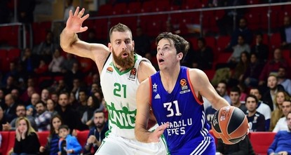 Anadolu Efes came from behind and then held off a late Unics Kazan charge to register a 104-99 victory in their Turkish Airlines EuroLeauge basketball match at Istanbul's Abdi İpekçi Arena on...