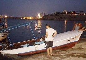 Kıbrıslı Bakan'ın teknesi battı... Ölümden döndüler