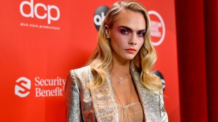 2020 Amerika Müzik Ödülleri Yıldızlar Geçidinden Göz Alıcı Elbiseler