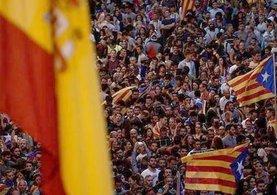 İspanya Katalonya'nın özerklik haklarını dondurmak için düğmeye bastı