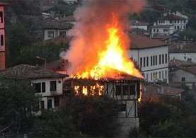 Safranbolu'da tarihi konak yandı