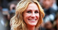 Julia Roberts hands over social-media spotlight to health experts