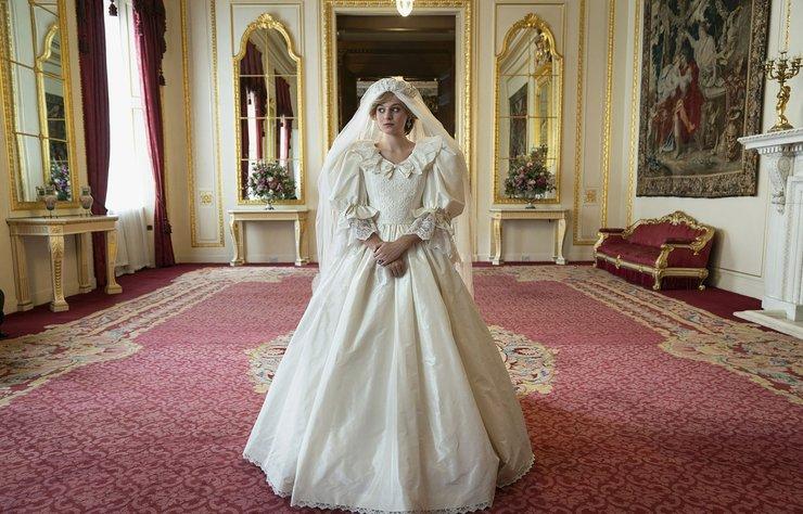 Emma Corrin Aslında The Crown'un Kamera Arkası İçin İşe Alınmış