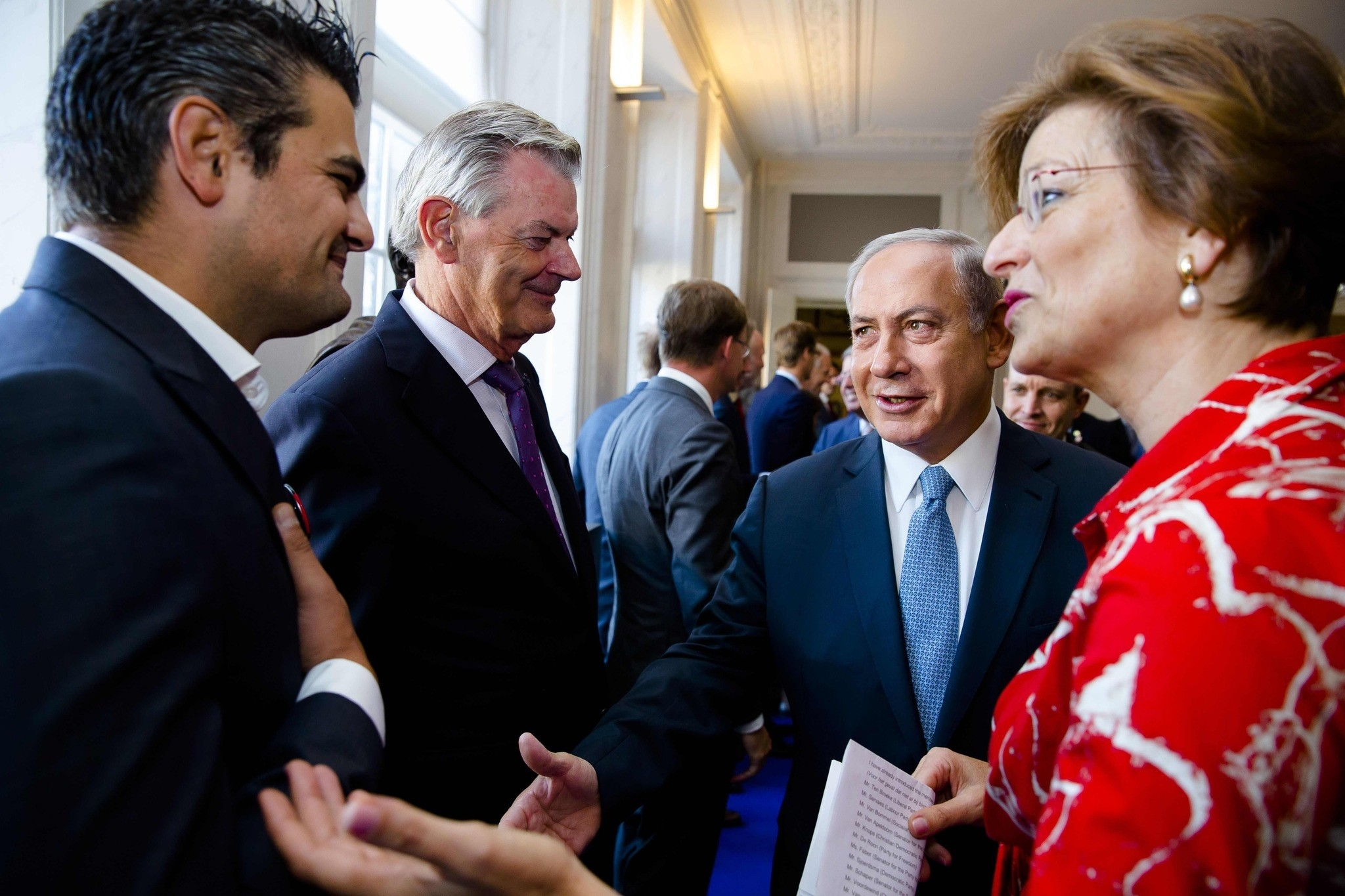 Dutch Parliament Member Tunahan Kuzu (L) refuses to shake hands with Prime Minister Benjamin Netanyahu during his visit to the States General at the Binnenhof. (AFP Photo)