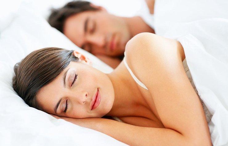 Uyku ve kilo arasında sıkı bir bağ vardır. Uyku düzeniniz bozuk ise kilo alımınız kolaylaşır. Siz de bu hataları yapıyorsanız düzeltmek için harekete geçmelisiniz.