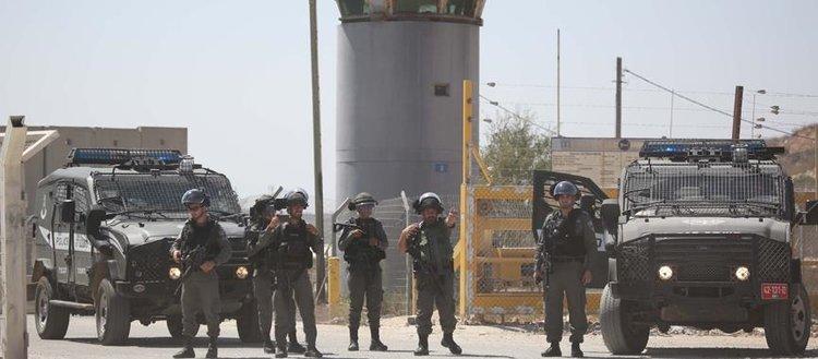 İsrail güçleri 100 Filistinli mahkumu yaraladı