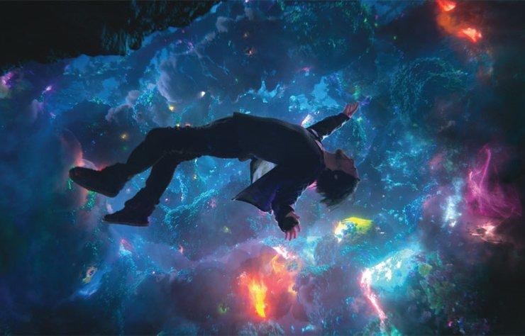 Marvel sinema evreninde karakterlerin her birine film çekme furyası sürüyor; sonunda bu furyadan nasibini alan 'DR. Strange' de kendi filmine kavuştu. Çizgi romanseverlerin iyi bildiği ana hikayeye bir giriş niteliği taşıyan film, izleyiciye izlediğine pişman olmadan geçen keyifli, eğlenceli ve hareketli bir seyir sunuyor.