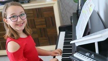 Piyanonun parlak çocuğu Nisan Öksüz yeni başarılar peşinde