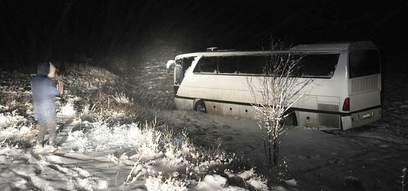 SIVASSPORS YOUTH TEAM BUS CRASHES, INJURING 6 PLAYERS