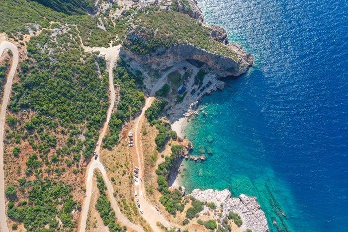 Akdeniz'de korsanların saklandığı koya turist akını