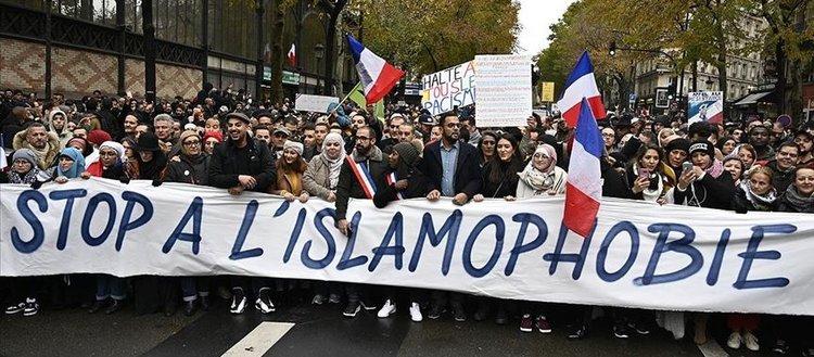 Fransa'da Müslüman kadınlar toplumsal hayattan silinmenin eşiğinde