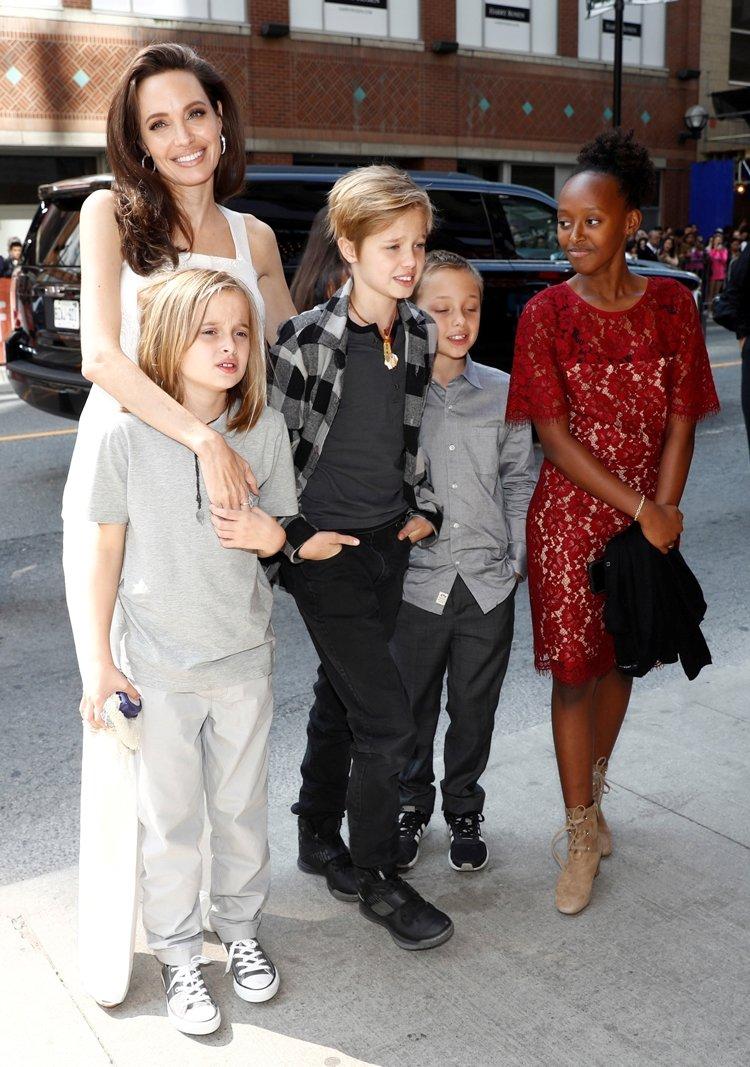 Angelina Jolie: İki kızım da ameliyat oldu
