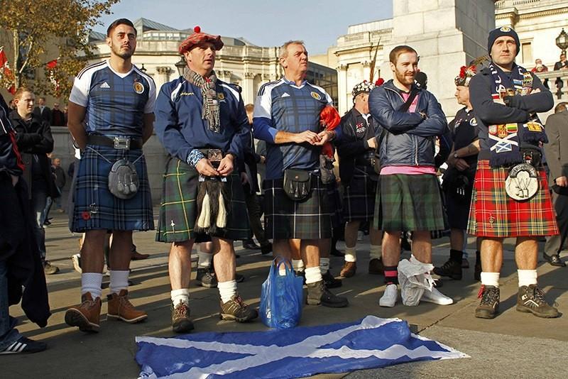 Scotland soccer fans attend an Armistice Day event at Trafalgar Square in London, Britain. Nov. 11, 2016. (Reuters Photo)