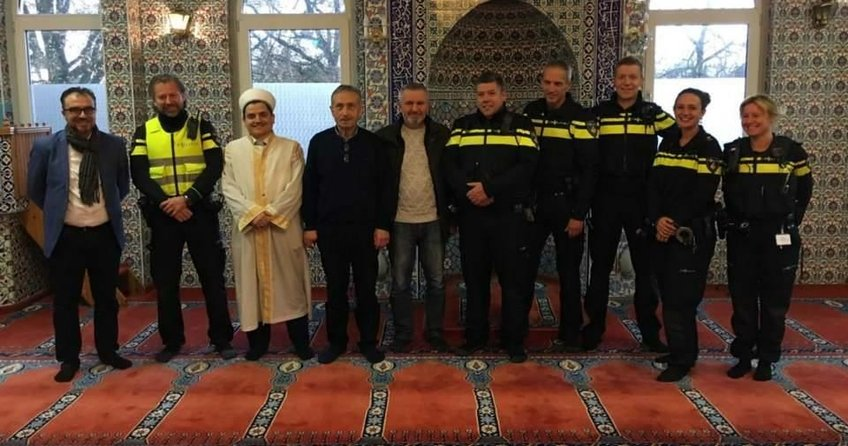 Polislerden ırkçıları delirten ziyaret