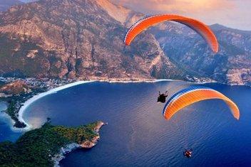 Türkiye'yi paraşütle temâşâ etmek
