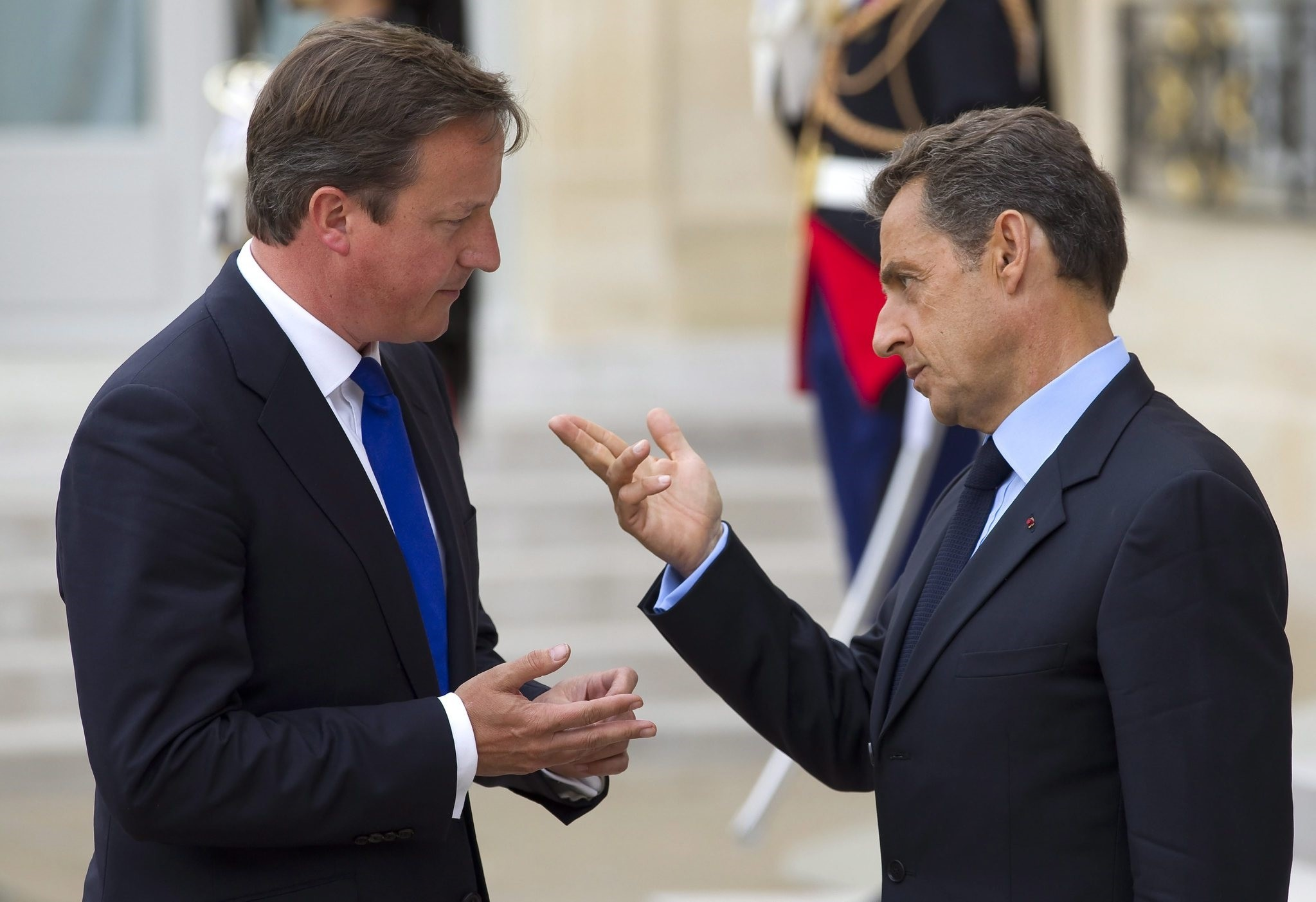 French President Nicolas Sarkozy (R) and Britain's Prime Minister David Cameron (L) before a conference on Libya at the Elysee Palace in Paris, France. (EPA Photo)