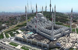 Turkey's largest mosque formally opens doors in Istanbul