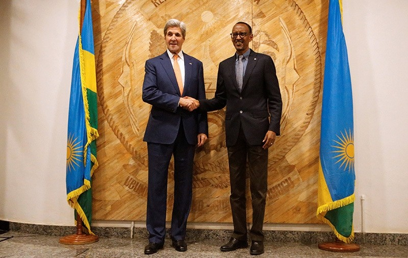 U.S. Secretary of State John Kerry (L) and Rwanda's President Paul Kagame are seen during picture opportunity after holding bilateral meeting at the presidentu2019s office in capital Kigali, October 14, 2016. (Reuters Photo)