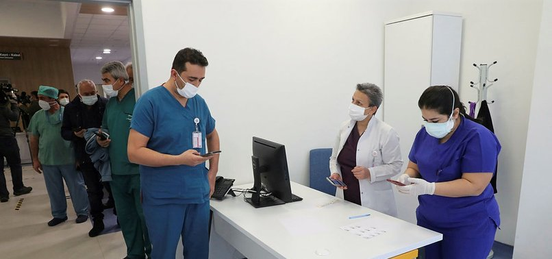 700,000+ HEALTH WORKERS IN TURKEY VACCINATED IN 4 DAYS