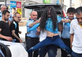 Genç kız 'drift' yaparken kaza yaptı