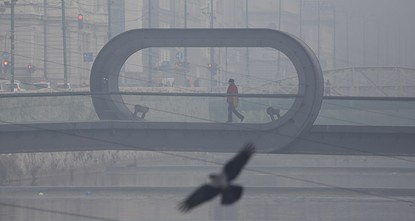 Air pollution in the Bosnian capital Sarajevo has gone far beyond critical in recent days, prompting an emergency committee to ban half of the city's cars from the roads, the daily Avaz reported...